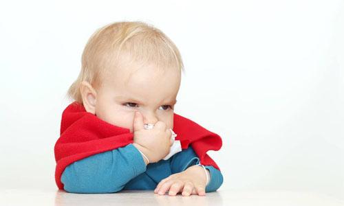 ребенок с насморком