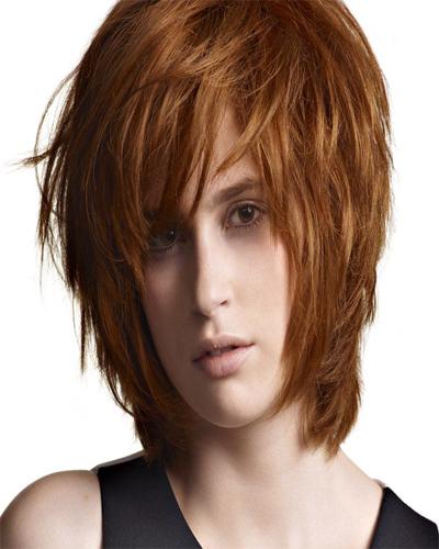 стрижка перьями на средние волосы